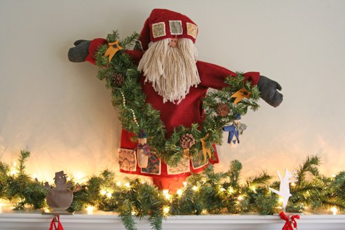Santa on the Mantle from simplify101.com